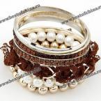 Великолепный, многослойный браслет украшенный жемчугами, камнями и бусами.