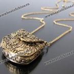 Шикарное ожерелье в виде дамской сумочки с маргаритками.