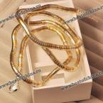 Прекрасный браслет в виде скрученной змии.(Цвет - золотистый)