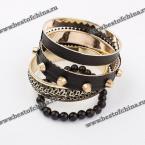 Прекрасный многослойный браслет украшенный заклёпками и бусами.