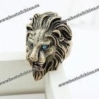 Великолепное кольцо в виде львиной головы.