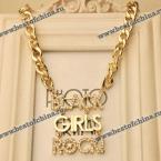Великолепное, стильное ожерелье с надписью на английском языке.