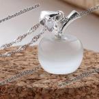 Великолепная цепочка украшенная восхитительным кулоном в виде яблоко из камня опал.