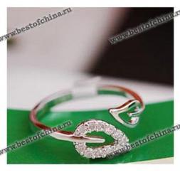 Элегантное кольцо украшенное двумя листиками.(Цвет - серебристый)