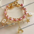 Великолепный браслет украшенный интересными подвесками.(Цвет - розовый)