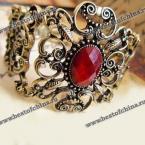 Великолепный браслет украшенный ажурным узором в виде цветка.