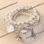 Стильный браслет украшенный искусственными жемчужинами, звёздочкой, монеткой и маленькой башней.(6 штук)