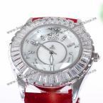 Smays A1096 восхитительные женские часы украшенные прекрасным циферблатом круглой формы с камнями циркон и модным ремешком из натуральной кожи.(Цвет - красный, страна-производитель - Гонг-Конг)