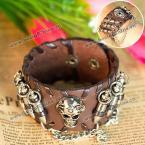 Стильный кожаный браслет на руку, украшенный черепом, пулями и металлической цепочкой