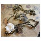 Великолепное ожерелье украшенное белой розой.