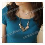 Прекрасное ожерелье украшенное различными кулонами.