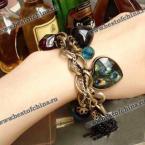 Великолепный браслет украшенный драгоценными камнями, листьями и ключиком.