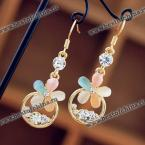 Великолепные, нежные серьги в виде цветка, украшенные разноцветными камнями.